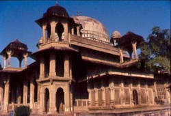 Madhyapradesh-Gwalior3-Tansen-tomb.jpeg
