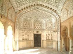 India-Rajasthan-Jaipur-Mirror-Hall.jpeg