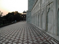 India-Agra-mausoleum.jpeg