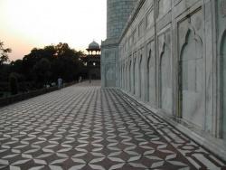 India-Agra-mausoleum.jpeg