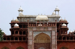 India-Agra-tomb-of-Akhbar.jpeg