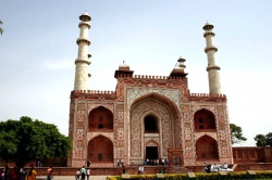 India-Agra-tomb-of-Akhbar2.jpeg