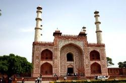 India-Agra-tomb-of-Akhbar2.jpeg