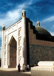 Kumul_tomb_of_Ouigur_kings_of_Hami_1696_1868.jpeg