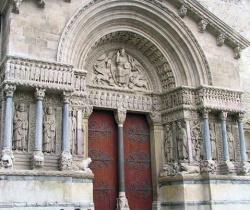 France_Arles_St_Trophime.jpeg
