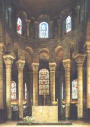 France_Clermont_Ferrand_Notre_Dame_du_Port_choeur.jpeg