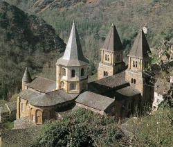 France_Conques_basilique_Ste_Foy.jpeg