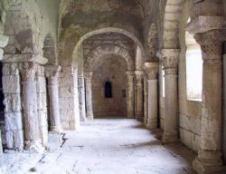France_Montmajour_eglis_Saint_Pierre_Bouches_du_Rhone.jpeg