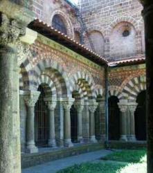 France_Puy_en_Velay_Notre_Dame_du_Puy_cloitre (2).jpeg
