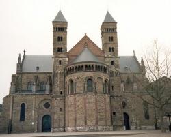 Belgium_Holland_Maastricht_basilique_Saint_Gervais.jpeg
