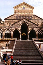 Italy_Amalfi_cathedral_Campanie.jpeg