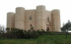 Italy_Castel_Del_Monte_Frederic2_1240.jpg