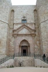 Italy_Castel_Del_Monte.jpg