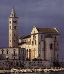 Italy_Trani_Cathedral_1089.jpeg