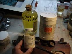 Les produits de base pour la fabrication de la peinture acrylique